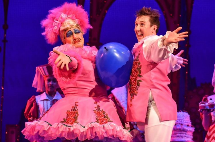 Iain Lauchlan and Craig Hollingsworth as Dame Nanny McWheeze and Muddles the Jester in Sleeping Beauty (2018/19) - credit Robert Day