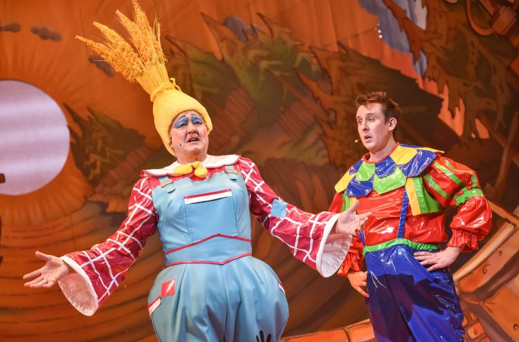 Iain Lauchlan and Craig Hollingsworth as Matilda and Simon Pudding (Puss in Boots, 2019/20)